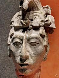 Rey Pakal head statue