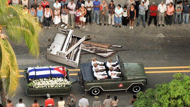 castro-funeral-procession